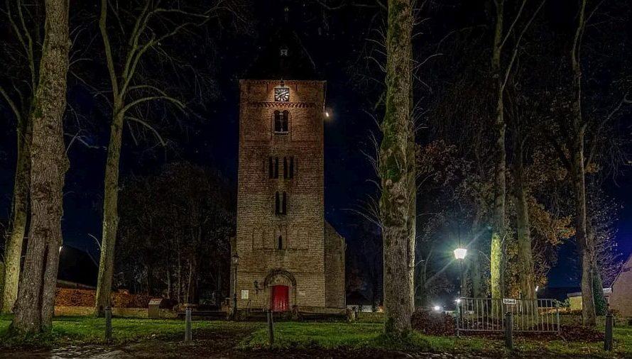 De avondklok, ambtsdragers en kerkelijke medewerkers
